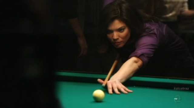 Alcatraz - S1E11- Webb Porter - Nikki Playing Pool