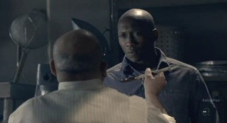 Alcatraz S1x08 - Warden James with Clarence in Kitchen