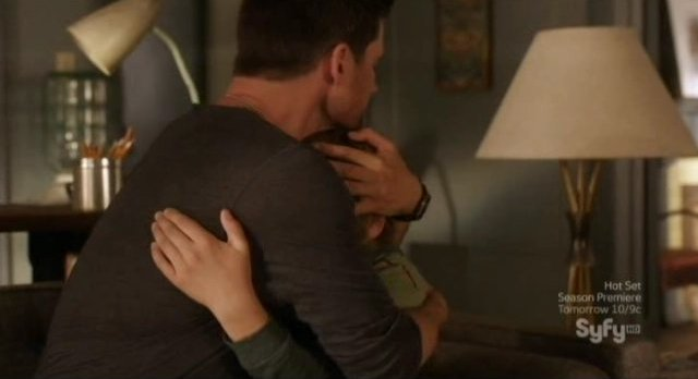 Alphas S2x08 - Cameron hugs his son Tyler
