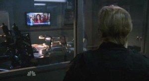 Chuck S5x07 - Gaurds watching breaking news