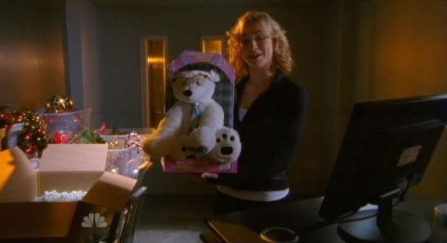 Chuck S5x07 - Sarah shows The Polar Bear