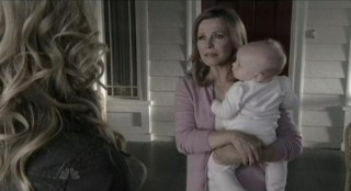 Chuck S5x08 - Cheryl Ladd as Mom takes the little waif