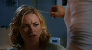 Chuck S5x08 - Chuck finds Sarahs hair is bugged