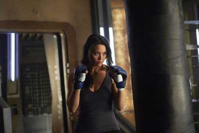 Dark Matter S1x03 Two beats the hell out of a punching bag!