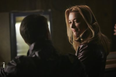 Dark Matter S2x05 The Android orders a whiskey and flirts with a guy who offers to buy her drink