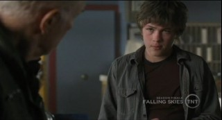 Falling Skies S1x09 Ben telling Scott a secret