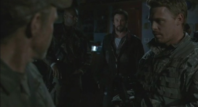 Falling Skies S1x09 - Danner-Weaver and-Tom talking about-the-plans-for the attack