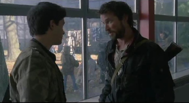 Falling Skies S1x09 Hal and Tom talking