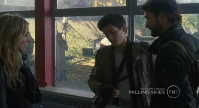 Falling Skies S1x09 - Margaret Tom Hal talking in school room