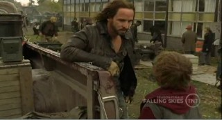 Falling Skies S1x09 Matt talking to Pope