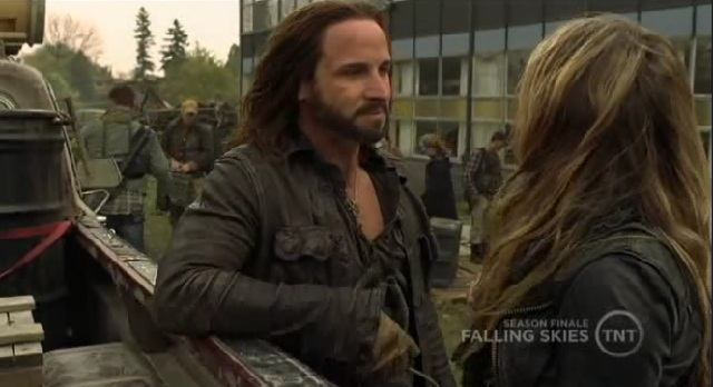 Falling Skies S1x09 Pope talking to Margaret