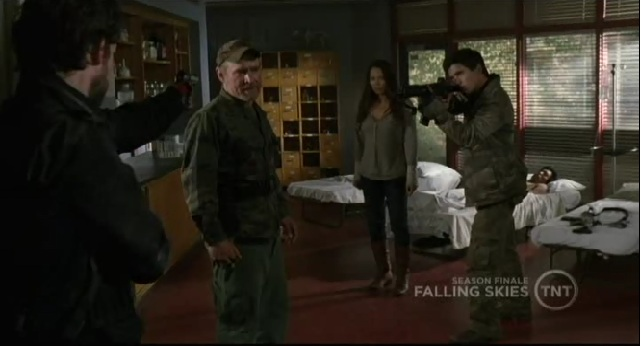 Falling Skies S1x09 Tom ambushing Weaver