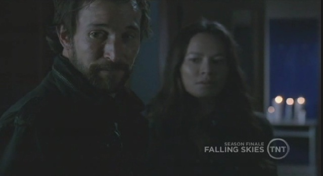 Falling-Skies-S1x09 -Tom-and-Ann together
