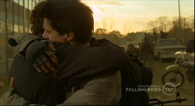 Falling Skies S1x09 Tom and Hal hugging