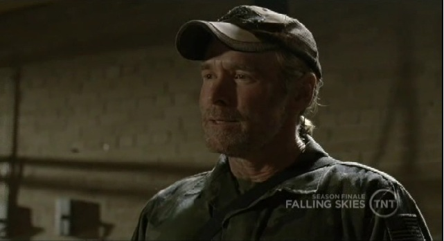 Falling Skies S1x09 Weaver talking to his soldiers