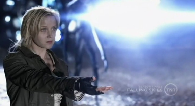 Falling Skies S1x10  Karen reaching out for Tom