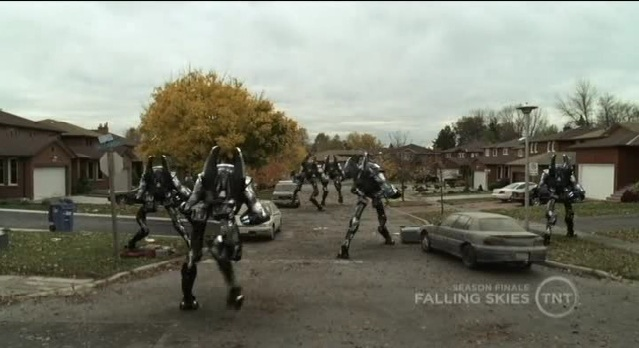 Falling Skies S1x10  Mechs retreating