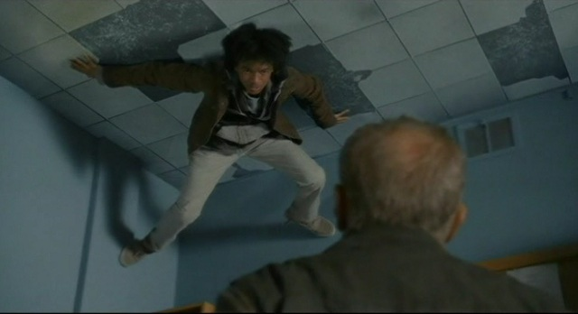 Falling Skies S1x10 Rick on ceilling