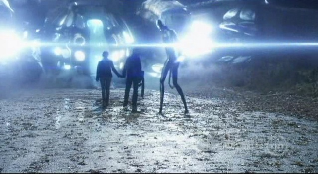 Falling Skies S1x10  Tom and Karen entering the Spaceship