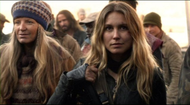 Falling Skies S2x01 Sarah Sanguine Carter as Maggie