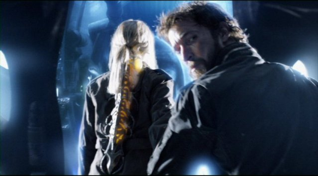 Falling Skies S2x01 Tom Mason and Karen enter the alien ship