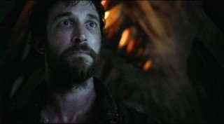 Falling Skies S2x01 Tom Mason faces the aliens