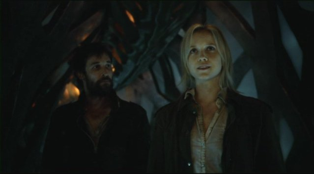 Falling Skies S2x01 Tom and Karen aboard the alien ship