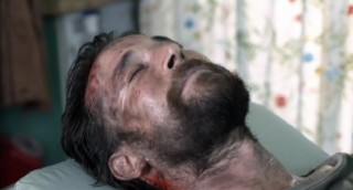 Falling Skies S2x01 Tom in the recovery room