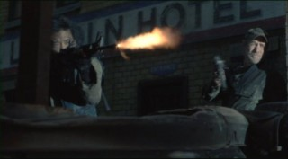 Falling Skies S2x01 Weaver and dai fight for survival