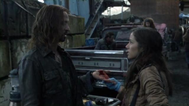 Falling Skies S2x02 Popes owie