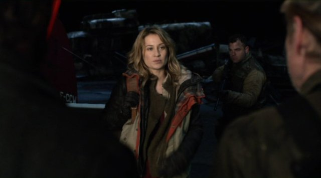 Falling Skies S2x03 - Camille Sullivan as Avery Churchill