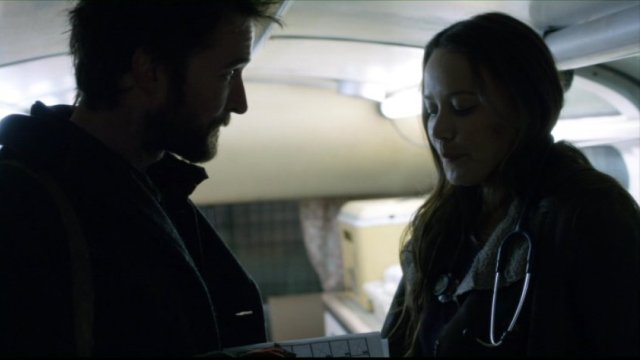 Falling Skies S2x03 - Noah Wyle as Tom Mason and Moon Bloodgood as Anne Glass