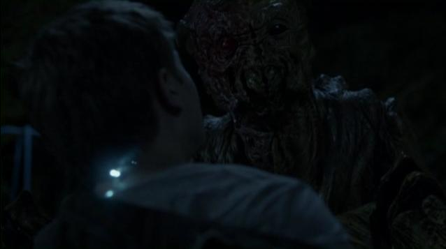 Falling Skies S2x03  - Ben's harness spines glowing