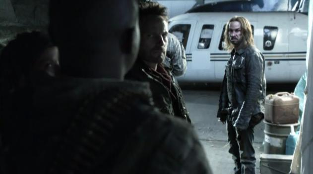 Falling Skies S2x03  - Pope holds up Anthony 