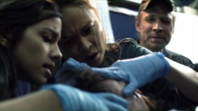 Falling Skies S2x01 - Tom Mason's friends look after him during his medical emergency