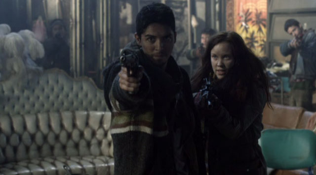 Falling Skies S2x04 - Jean and Diego hold Hal at Gun point