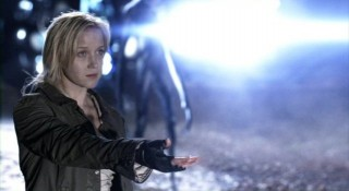 Falling Skies S2x01 - Karen beckons to Tom Mason