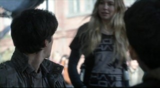 Falling Skies S2x04 - Blossoming romance between Maggie Sarah Sanguin Carter and Hal