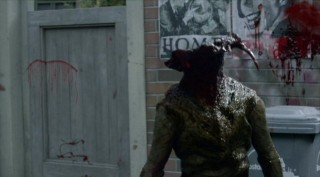 Falling Skies S2x04 - Skitter gets head blown off
