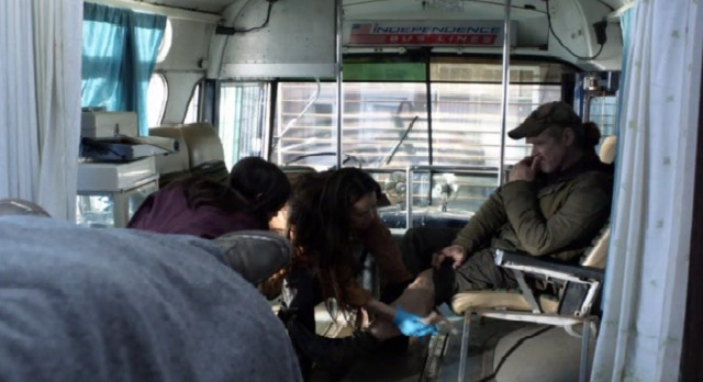 Falling Skies S2x05 Ann and Lourdes looking at Weavers leg