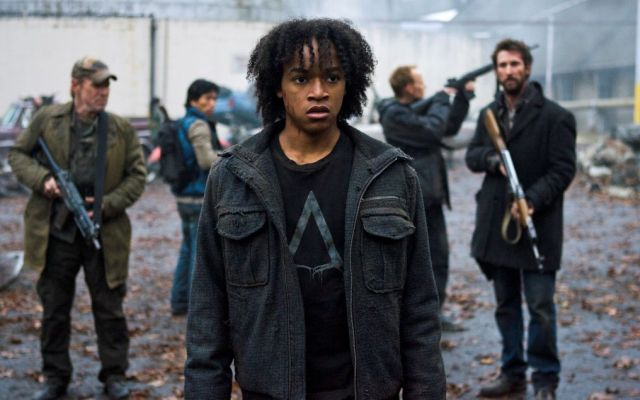 Falling Skies S2x05 - Daniyah Ysrayl returns as Rick