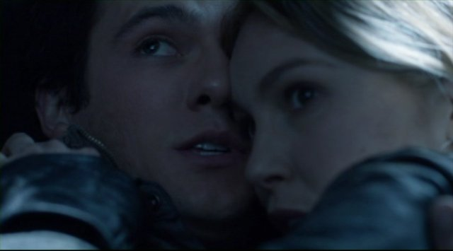 Falling Skies S2x05 - Hal and Maggie get close