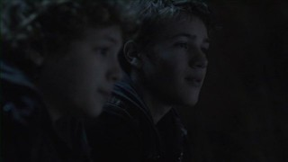 Falling Skies S2x05 - Matt Mason shares a moment with Skitterized brother Ben