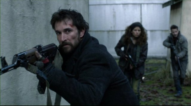 Falling Skies S2x05 - Tom Mason leads Crazy Lee and Tector on patrol