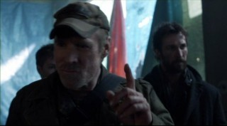 Falling Skies S2x05 - Will questions arise about Captain Weaver