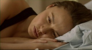 Falling Skies S2x06 - Moon bloodgood wakes up renewed!
