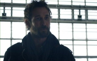 Falling Skies S2x06 - Noah Wyle as Tom Mason