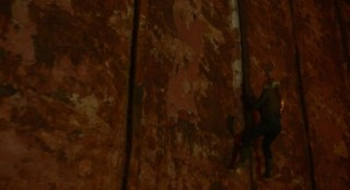 Falling Skies S2 x 10 Karen climbing the wall