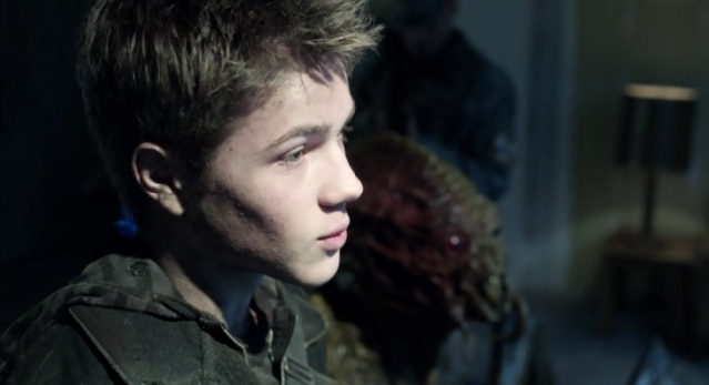 Falling Skies S2 x 10 Red eye skitter talking through Ben to the General