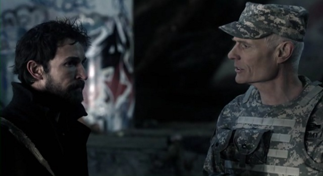 Falling Skies S2 x 10 Tom and General at Skitter camp